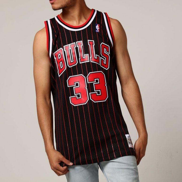 f461942c59e Mitchell   Ness Chicago Bulls Scottie Pippen  33 NBA Jersey Black ...