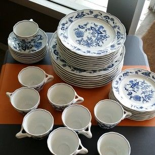 How about a fresh spring table setting for 8 in crisp blue and white? Vintage Blue Danube in mint condition. -