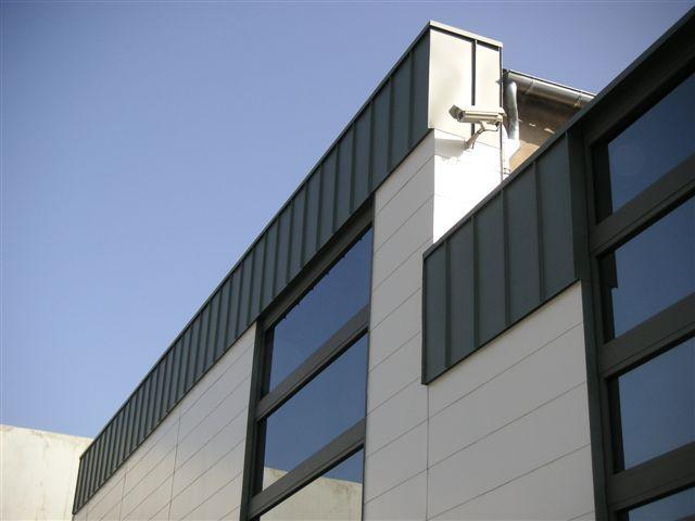 Bardage bandeau zinc pigmento vert type joint debout vertical