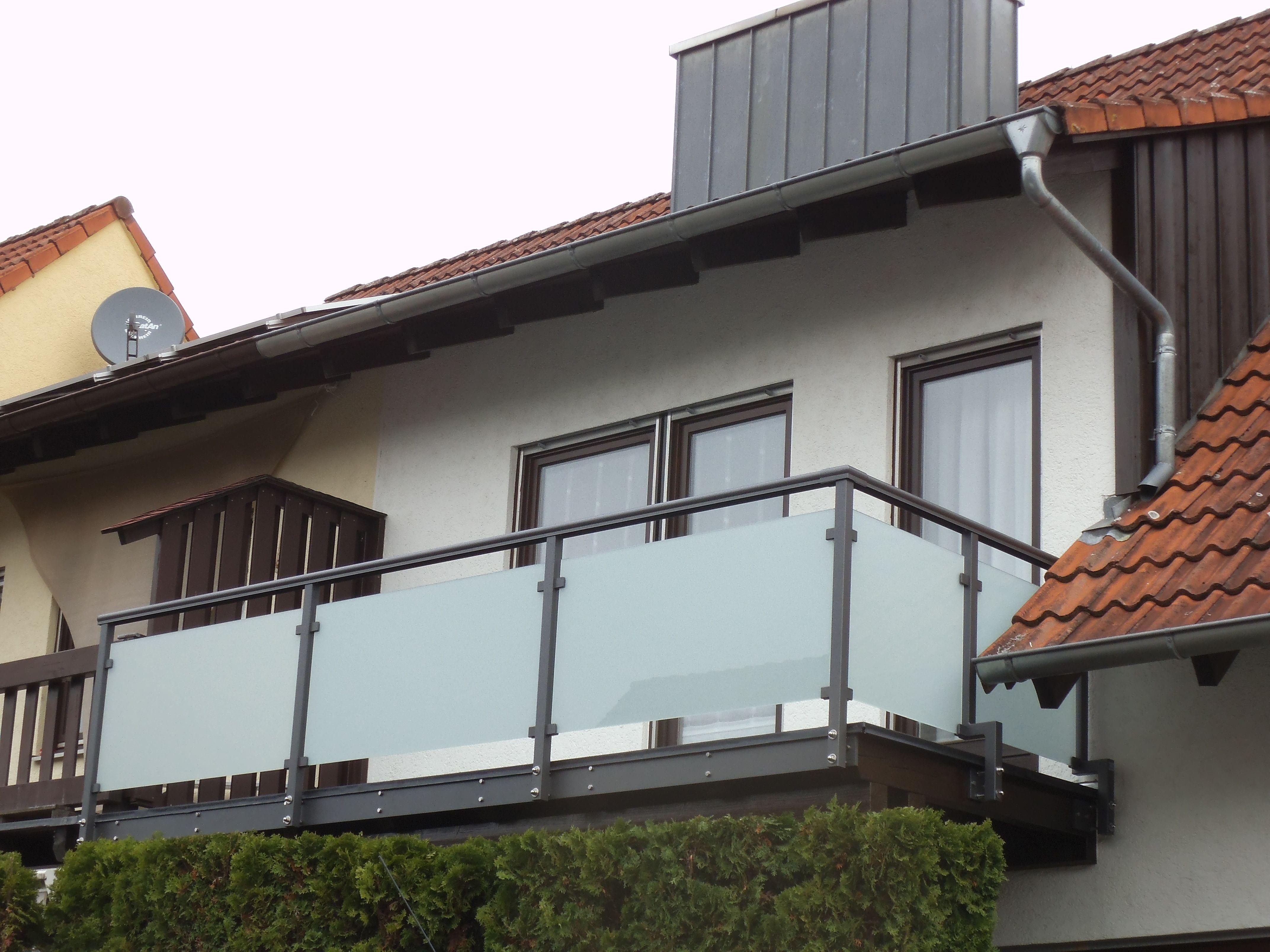 Balkongeländer aus Aluminium und Glas Balkongeländer