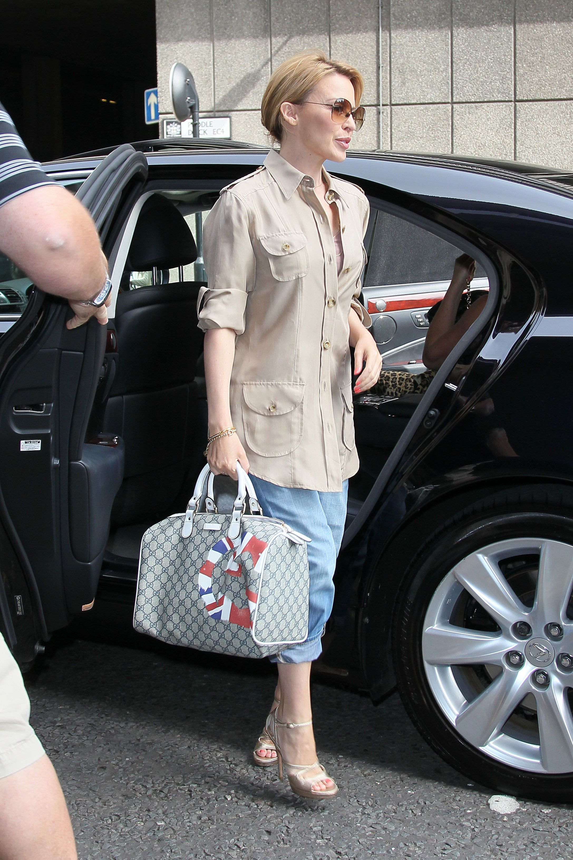 gucci uk. kylie minogue carried a gucci uk gg flag collection boston bag in beige and ebony uk