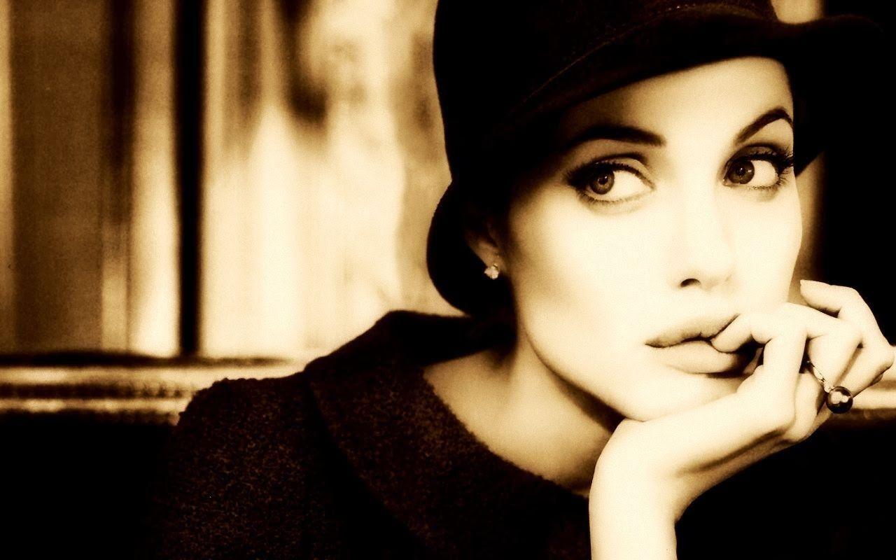Angelina Jolie - 155 - [500 x 813]   Wallpapers HD Blog
