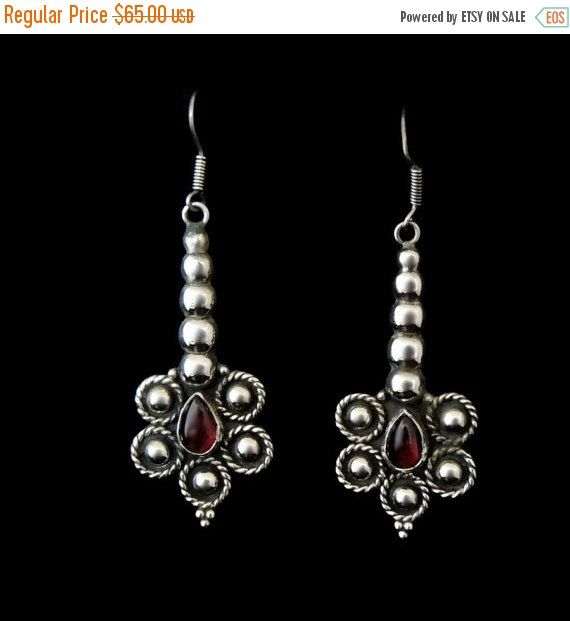 ❘❘❙❙❚❚ ON SALE ❚❚❙❙❘❘     These are wonderful long dangle drop earrings in a Bohemian Style c1980s. They have beautiful natural garnet