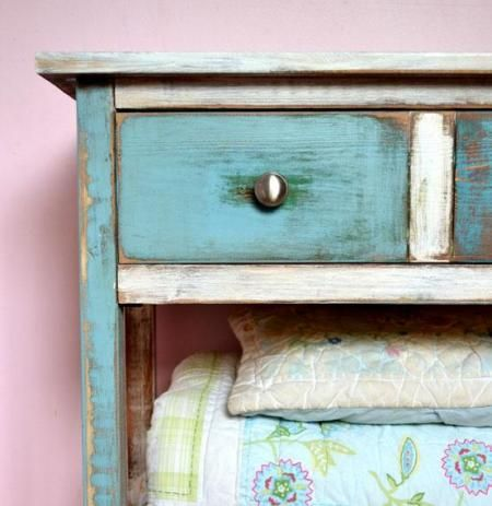Loppelyst.dk says: spændende guide til at male så dit møbel får det skønne udtryk, at det er lavet af forskellige gamle materialer. Guiden kommer fra Ana White Homemaker. #Diy #painting #furniture