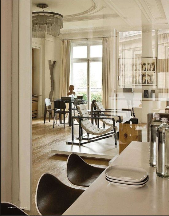 Luxe discret d 39 un appartement parisien modern french for Decoration living appartement