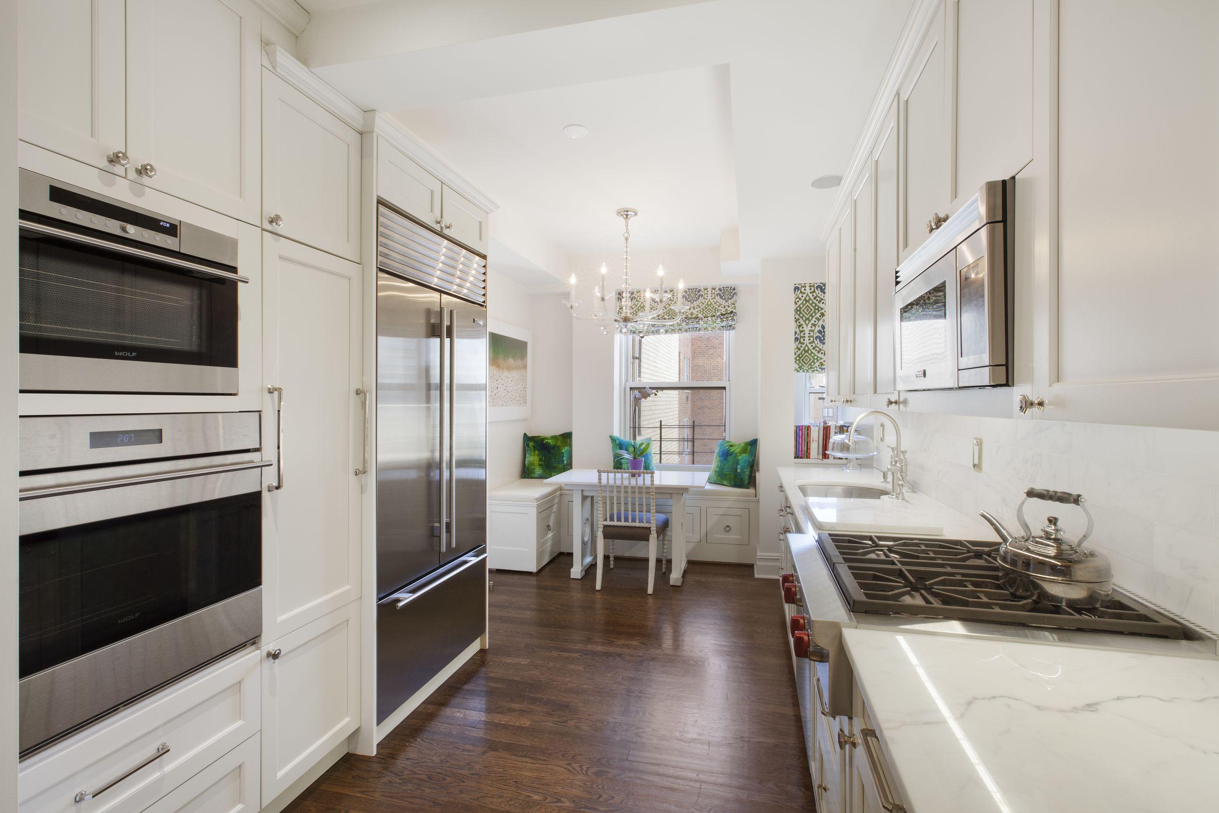 Maximum Use In Minimum Space Designer Jennifer Estes Skillfully Created A Full Service Kitchen In Kitchen Decor Inspiration Kitchen Decor Modern Kitchen Decor