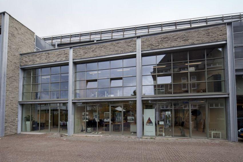 In opdracht van Van de Ven Bouw- en Ontwikkeling heeft samenwerking.BBE dit ontwerp gemaakt voor De Plint: een bedrijfsverzamelgebouw voor de creatieve industrie. Het gebouw is gerealiseerd voor- en in de bestaande Tivoli parkeergarage in het...