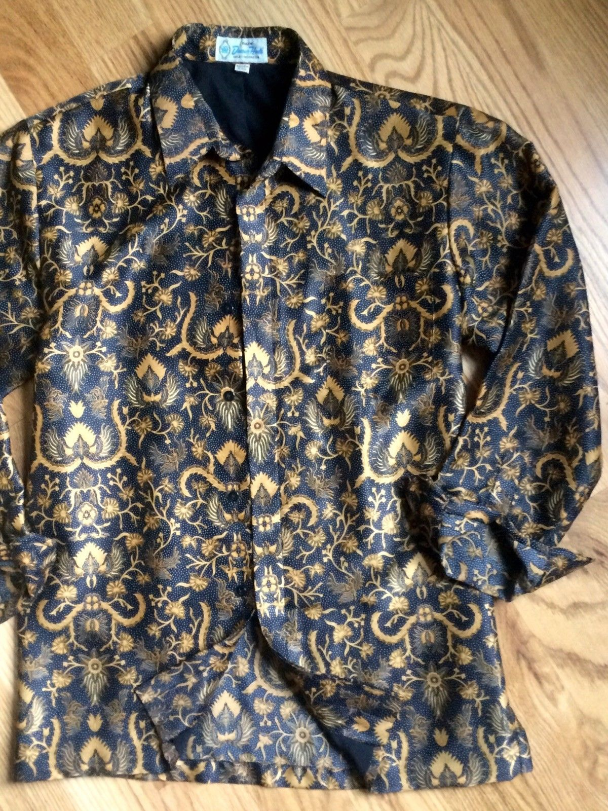 5461d540 39.99 | Vtg Indonesian Baroque Batik Versace Styled Gold Black Shirt ...