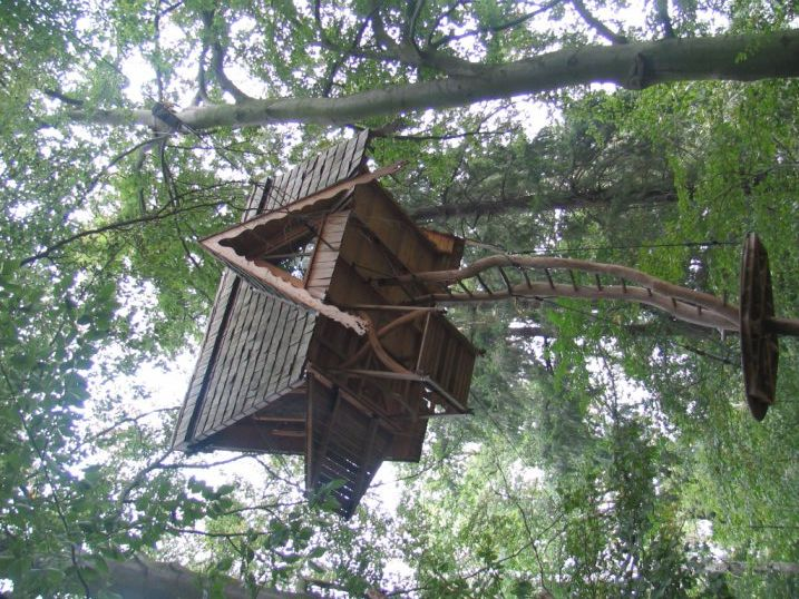 Getting into this treehouse requires real commitment.