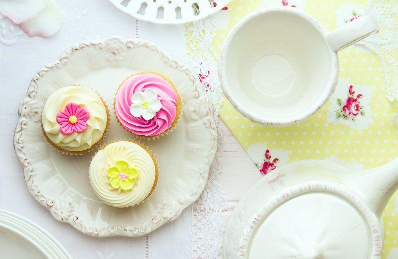 Vrolijke lentebloemen cupcakes