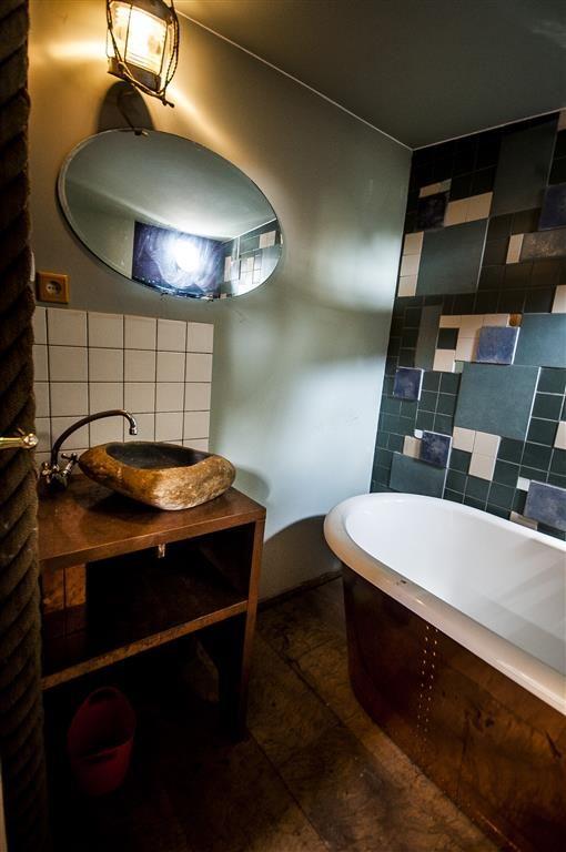 Badkamer faciliteiten aan boord van de \'Opoe Sientje\' #Nijmegen ...