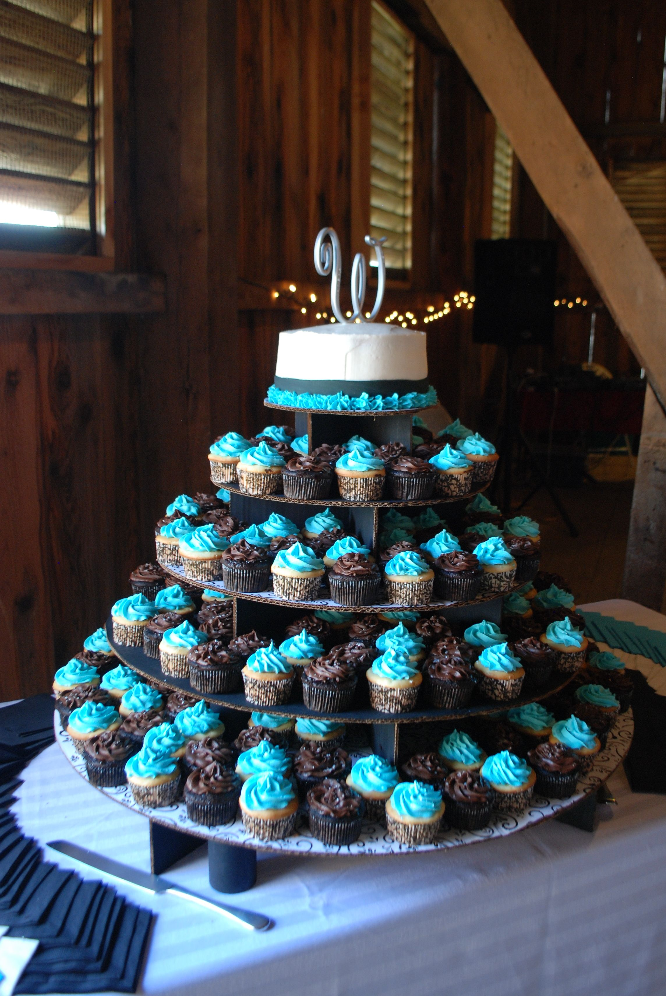 who cuts the wedding cake first our wedding cake two different kinds of cupcakes with a 27429
