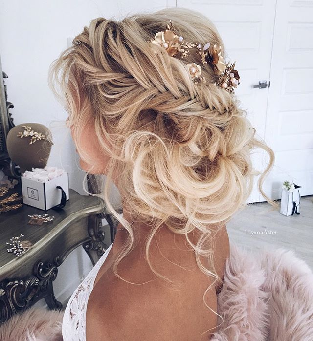 Messy Wedding Hairstyles: Pretty Updo Accessories @ulyana
