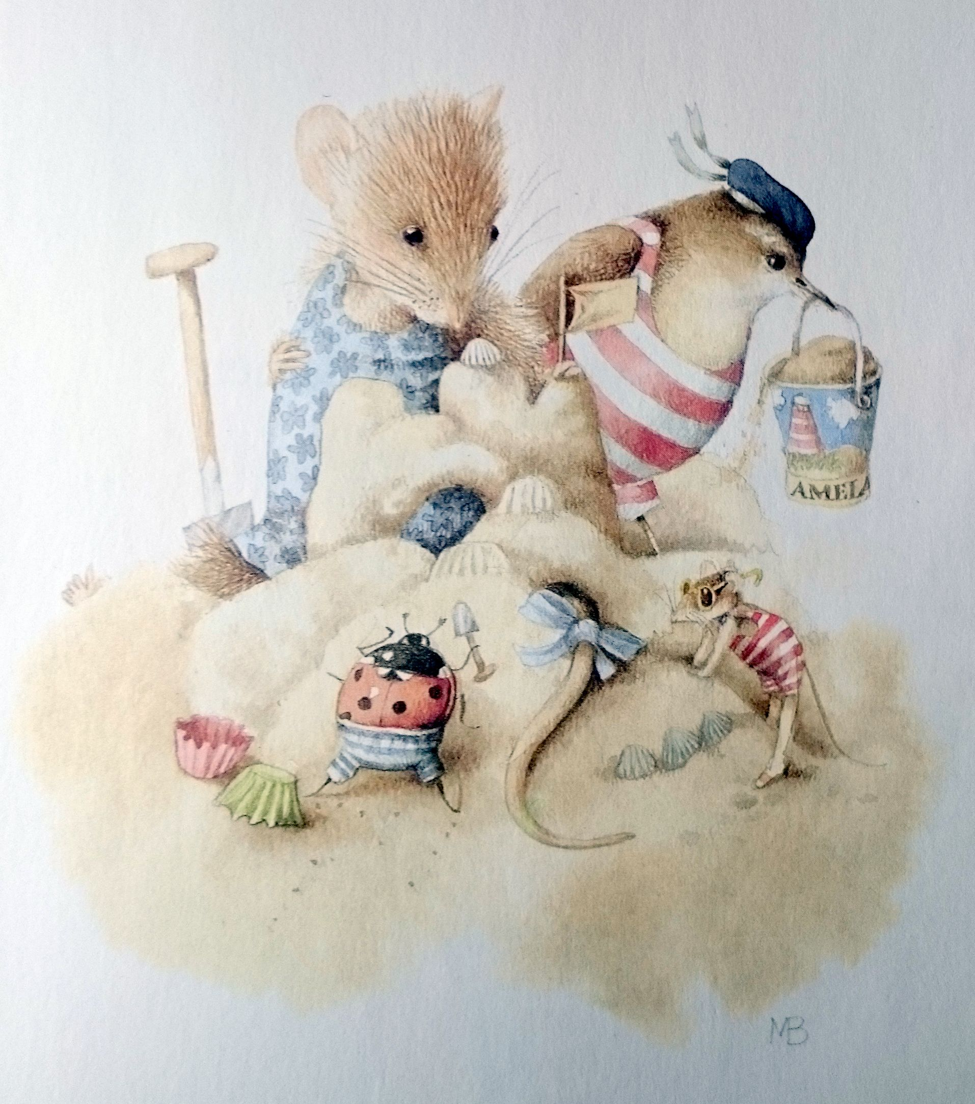 *Vera the mouse at the beach by M. Bastin!