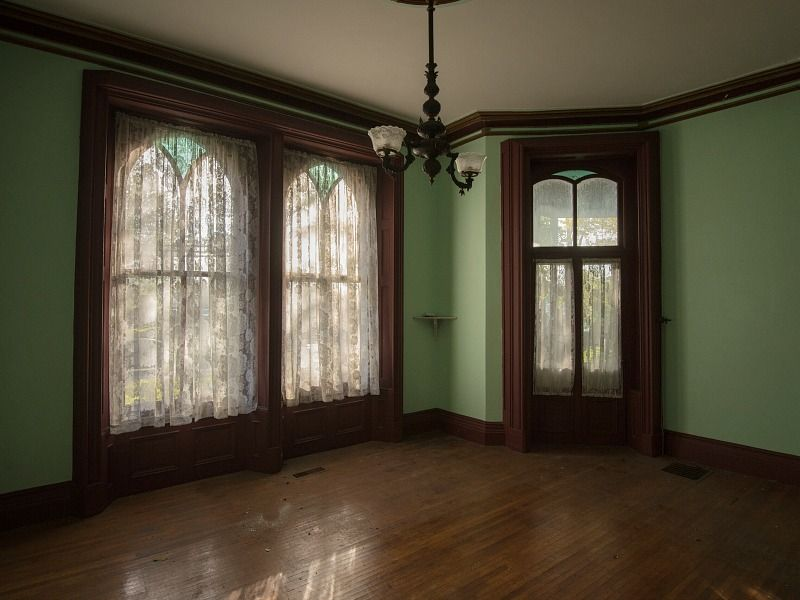 Christine Mcconnell Bids On Seymour Mansion In New York Hooked On Houses Mansions For Sale Mansions Fixer Upper