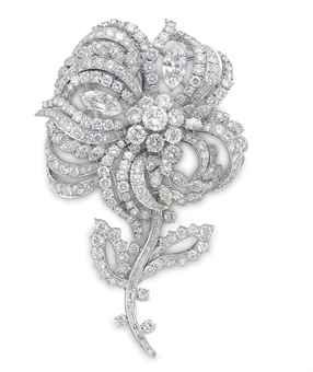 A DIAMOND AND PLATINUM FLOWER BROOCH