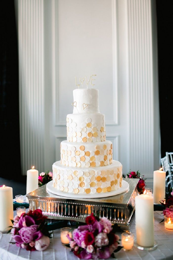 Three Tier White and gold Wedding Cake | Contemporary white wedding cakes | fabmood.com #weddingcake #wedding #cake #whiteweddingcake #contermporaray #moderncake