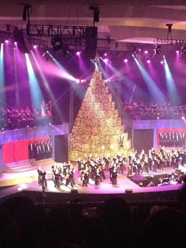 Singing Christmas Tree 2019.Bellevue Baptist Church S Singing Christmas Tree Is A Must