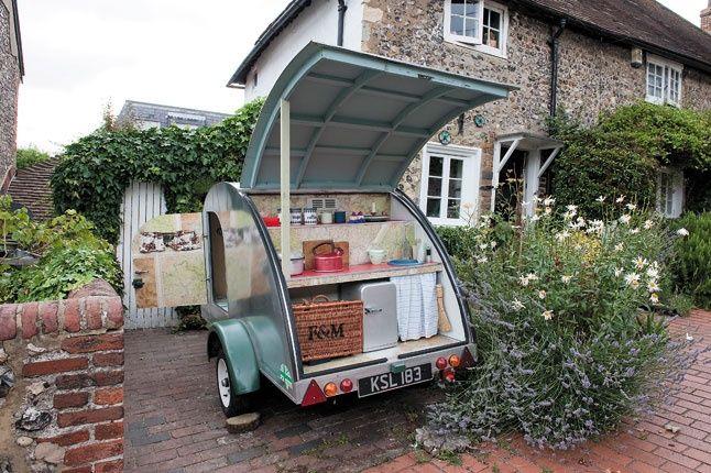 Deze auto willen wij ook wel! Vooral in de lente, of de zomer. Lekker picknicken met een glaasje rose erbij. Hemels!