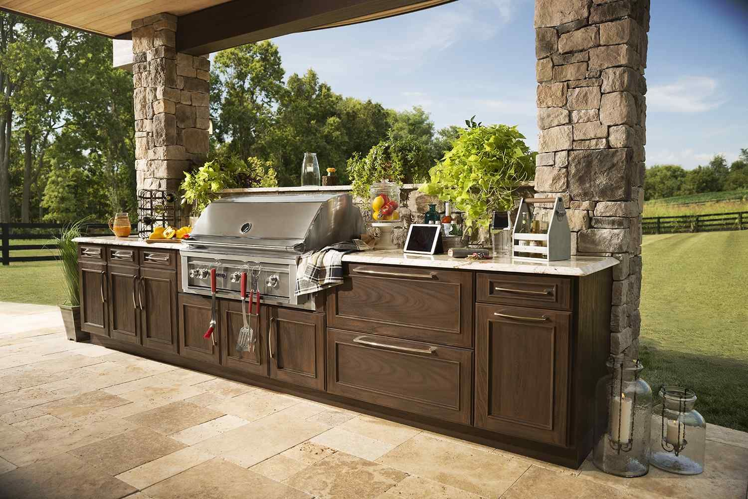 Paul Lafrance And Kate Campbell Of Hgtv S Decked Out Predict That 2017 Trends Will Include Outdoor Ki Outdoor Kitchen Outdoor Kitchen Cabinets Backyard Decor