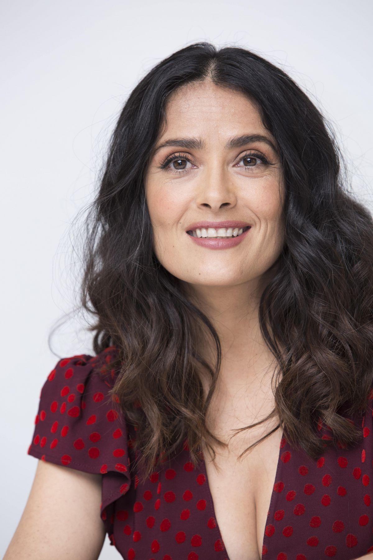 Salma hayek sexy lips, asin nude serves