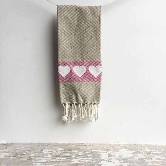 Hearts Kitchen Dish Towel  Oatmeal Tan Pink di GingersnapPress