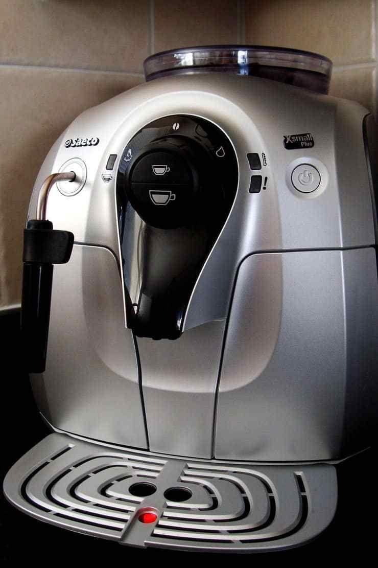 Best Super Automatic Espresso Machine - Jura vs Saeco vs Gaggia