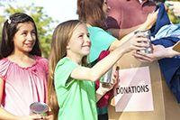 Los niños y jóvenes aprenden y se desarrollan cuando hacen trabajo voluntario.