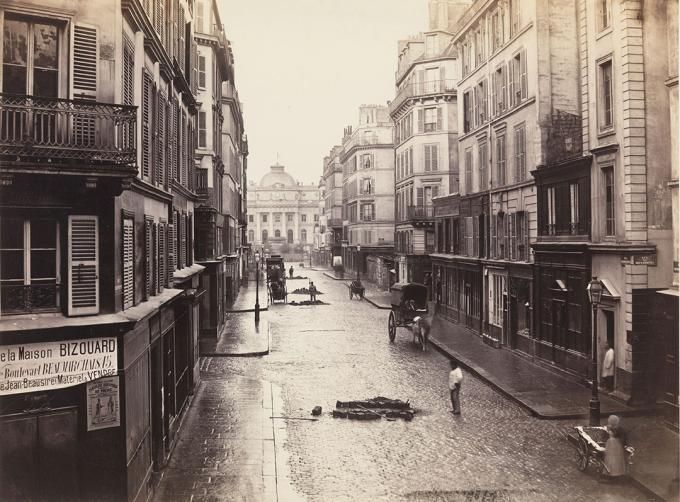"Calle de Constantine (Distrito cuarto), 1866. ""Charles Marville: Photographer of Paris"". © Fotografía de The Metropolitan Museum of Art. Señ..."