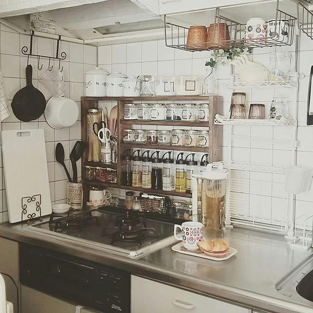 吊り下げ戸棚を使った収納 一人暮らし キッチン 狭い 収納 狭いキッチン レイアウト 狭い キッチン