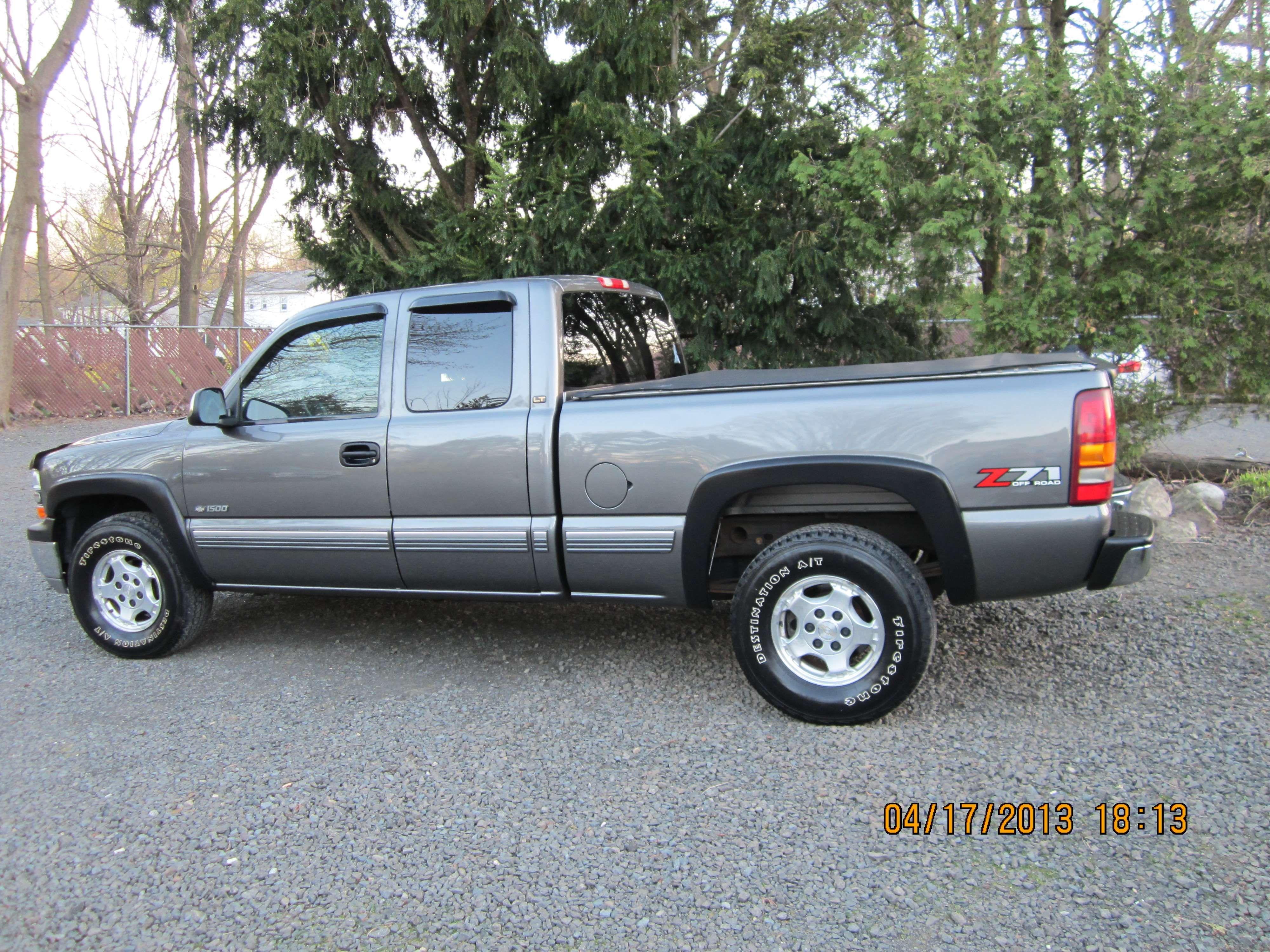 make chevrolet model silverado year 2002 body style pickup trucks exterior color gray met. Black Bedroom Furniture Sets. Home Design Ideas