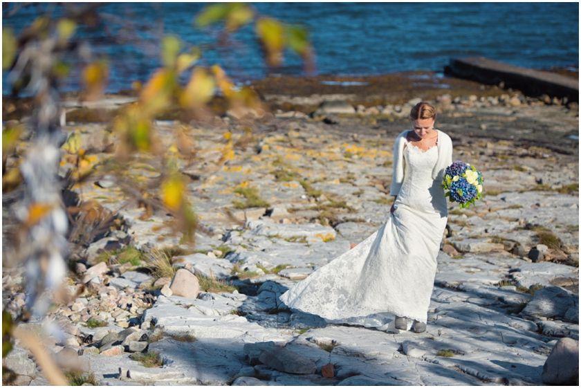 Autumn wedding portraits #wedding #bride #portraits #brunomagli #vintage #weddingdress #sweetheart #outdoor #hydrangea #brideportrait #bouquets #fall #weddingportraits #autumn #fall #october #nature #naturallight #ocean #swedish #weddingphotographer Höstbröllop Mölle  Skåne, Sweden. [Photo by Anna Lauridsen Kullafoto]