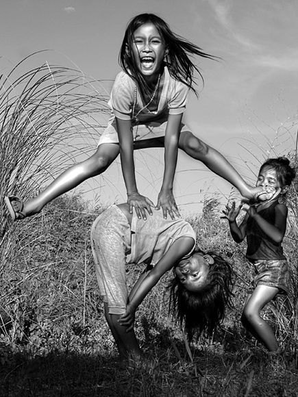 My niece's (Joanne Quirante Escober) Photo is on National Geographic Photo Gallery : Photographing People and Pets