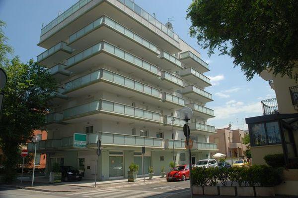 CH Bilo FM Appartement met zwembad op dakterras op 50m van