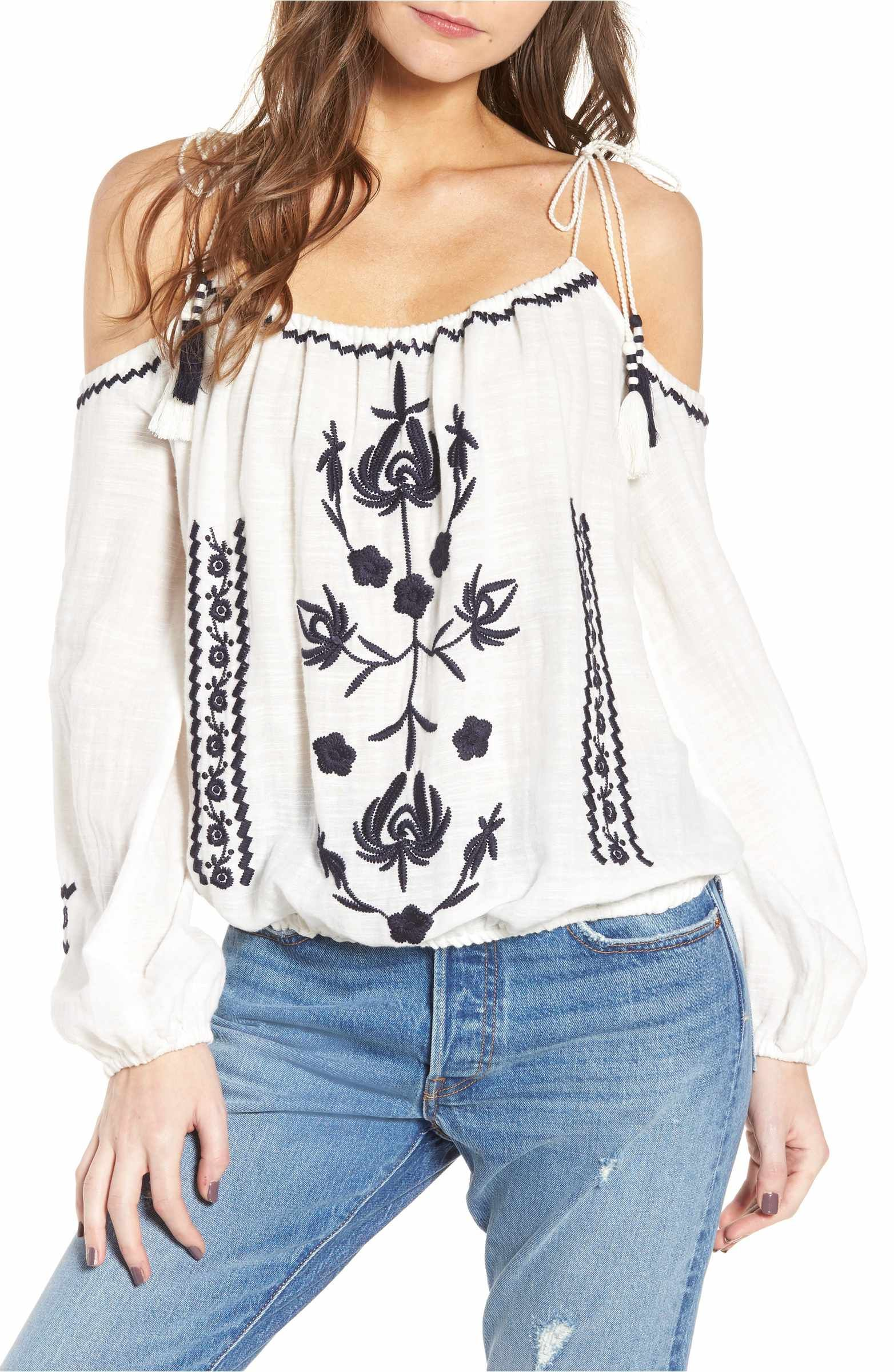 81cac98825695c Main Image - BP. Embroidered Tassel Cold Shoulder Top