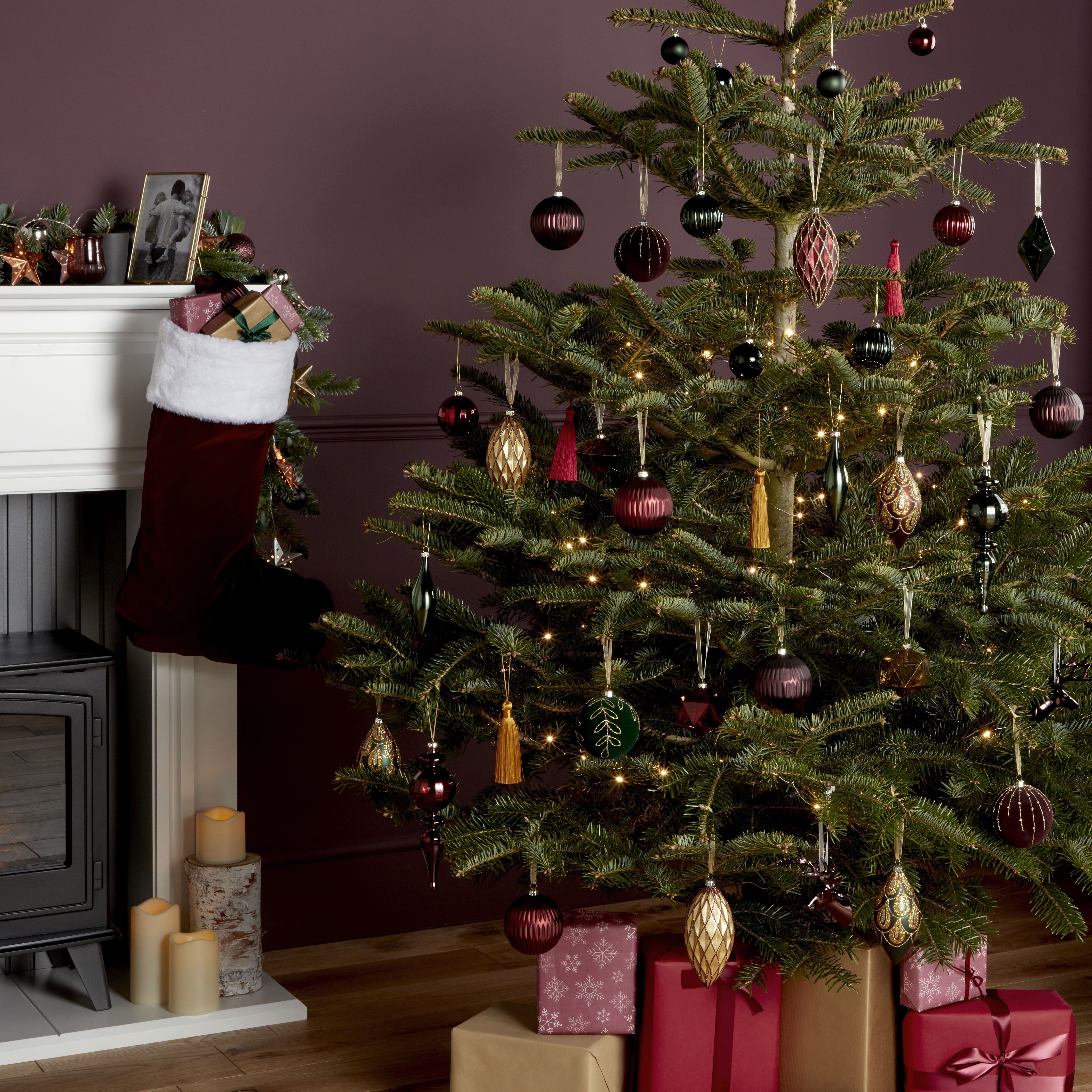The Dark Ornaments And Minimal Lights On This Fir Create An Uncluttered Look That Still Packs A Punch For Extra Dark Red Red Velvet Christmas Tree Decorations