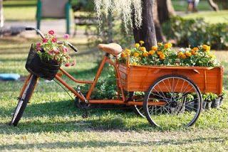 BICICLETAS antiguas para decorar jardines, terrazas y parques