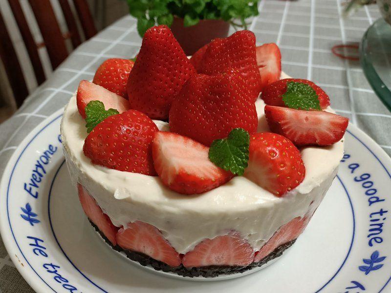Oreo草莓生乳酪蛋糕(免烤) by Chiu Yu Chien | Recipe in 2020 | Baking, Mini cheesecake, Desserts
