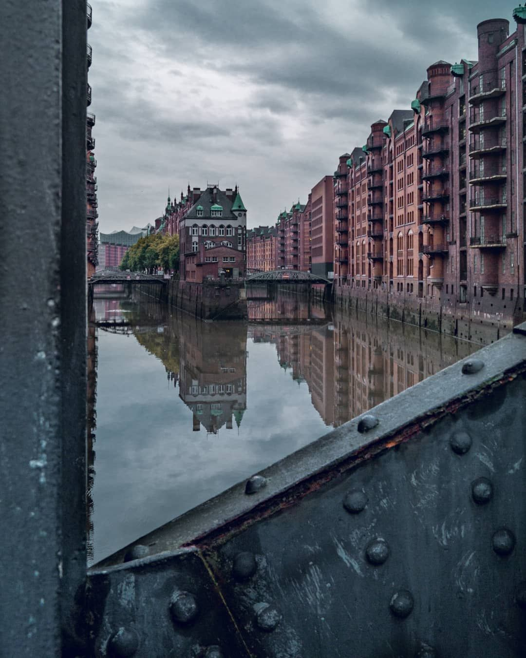 Thilo Schmidt On Instagram Right Time Right Place Classic Hamburg Igershamburg Urbanfotography Welovehh Hamburgfotografiert Instagram Travel Hamburg