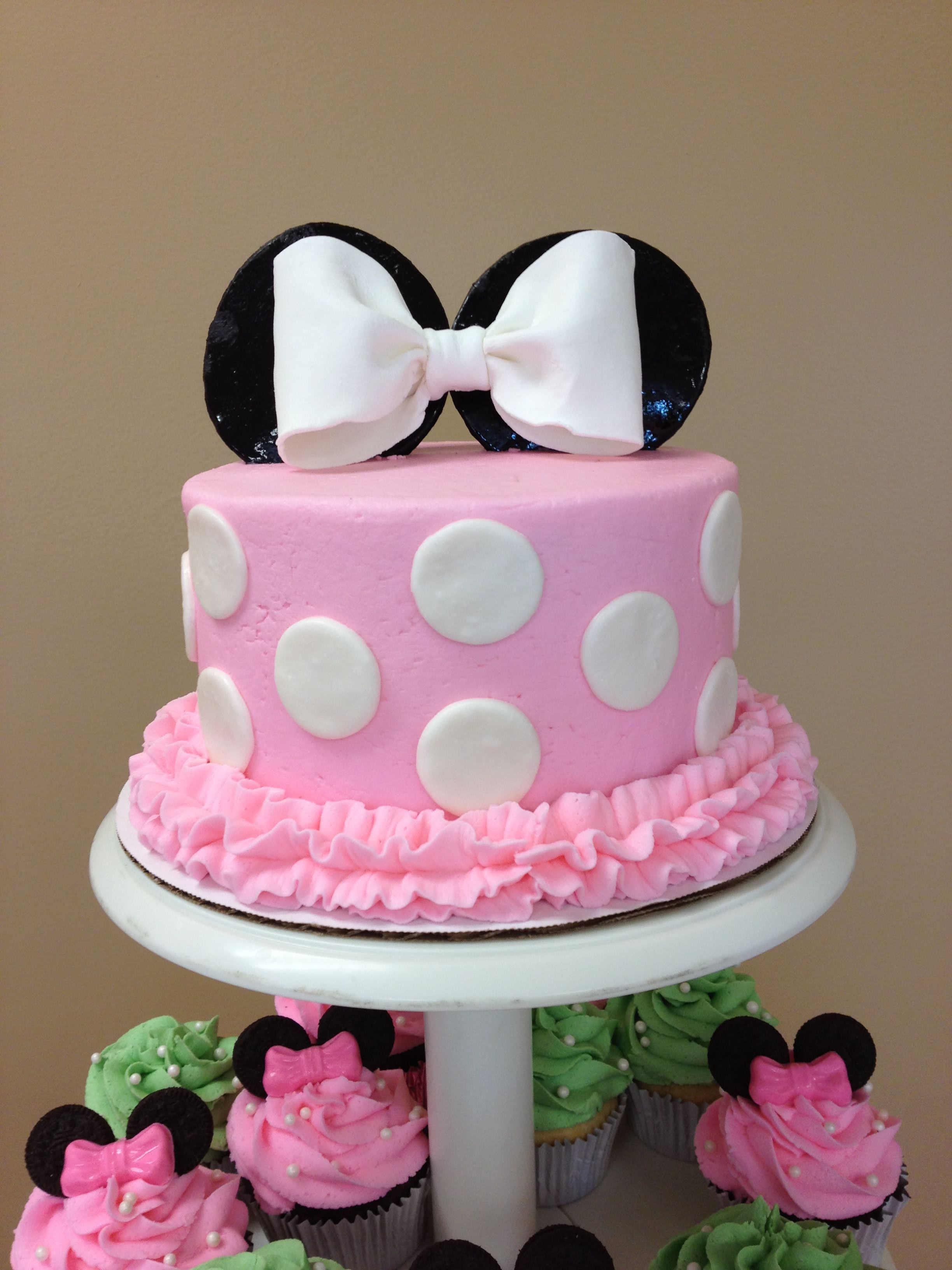 baby minnie mouse cake minnie mouse cake made for my cousins baby shower 1430