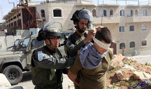 قوات الاحتلال تعتقل فلسطينيًا من مخيم جنين…: اعتقلت قوات الاحتلال الإسرائيلي اليوم مهندسًا فلسطينيًا من مخيم جنين على جسر الكرامة الحدودي…