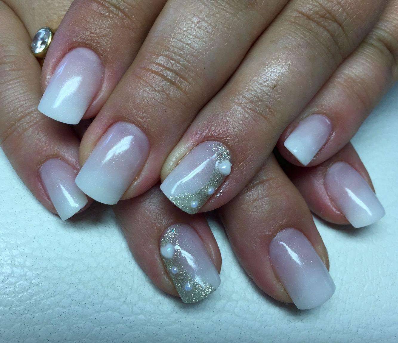 babyboomer soft white verlaufend gold glitzer halbmond perlen wei wedding nails hochzeits n gel. Black Bedroom Furniture Sets. Home Design Ideas