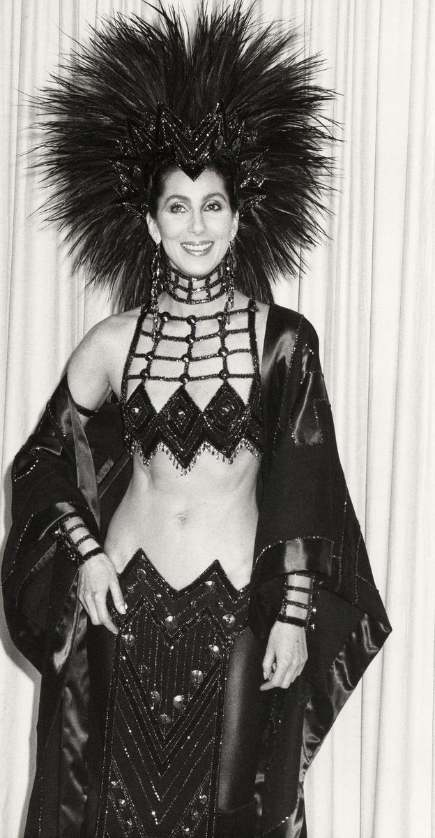 Ay, los atuendos de Cher...