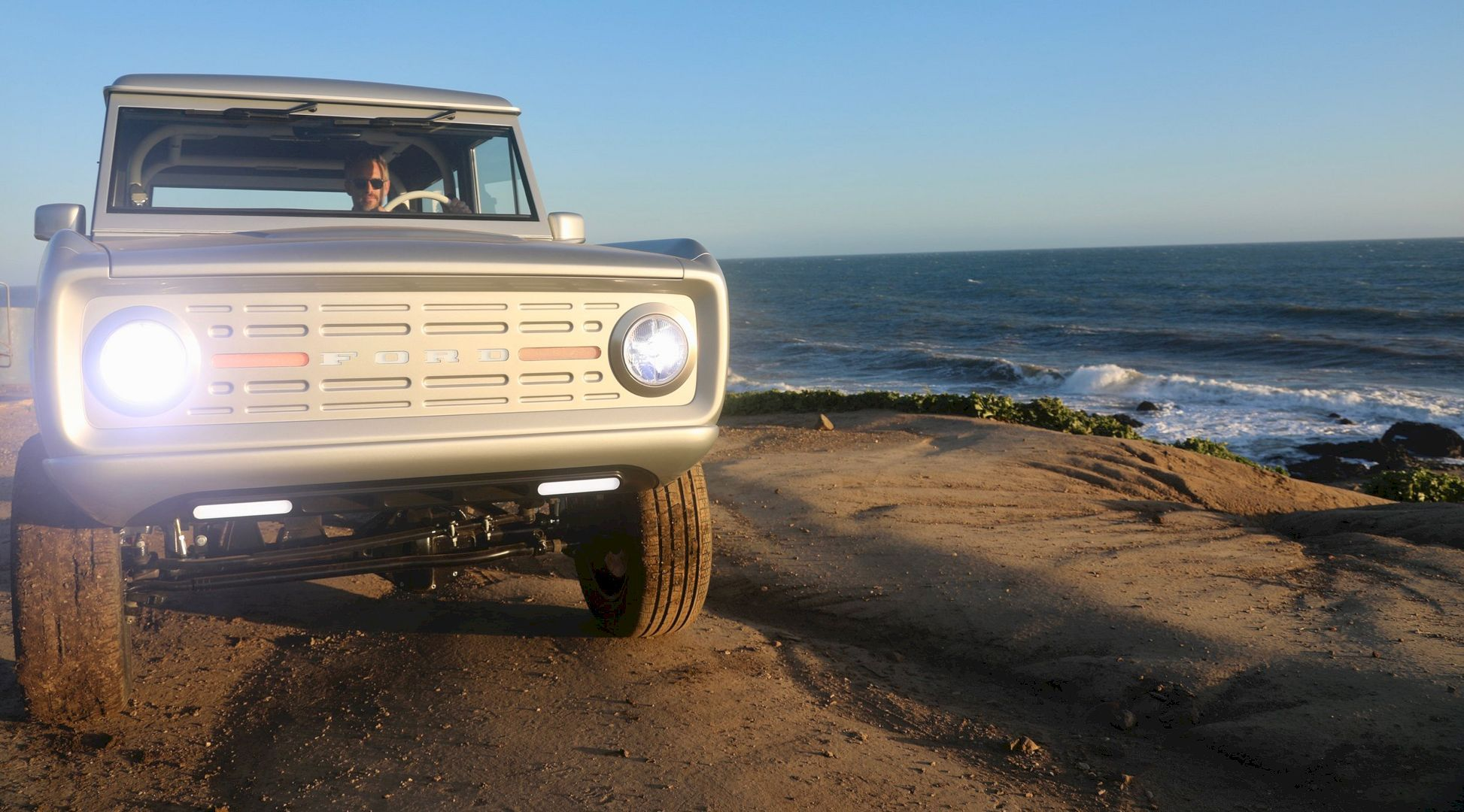 Electric Classic Ford Bronco With Images Classic Ford Broncos
