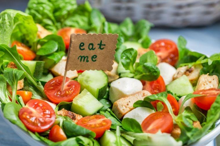 insalate con cetriolo per perdere peso