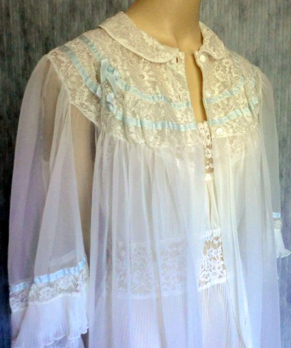 9bc09df7e4 VINTAGE Sheer Nylon and Lace Negligee Set NIGHTGOWN and ROBE