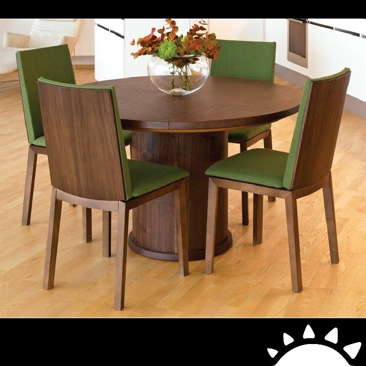 En La Hora De Comer Es Muy Importante El Ambiente Los Colores Cálido Son Round Tablesround Dining Room Tableswooden Chairssmall