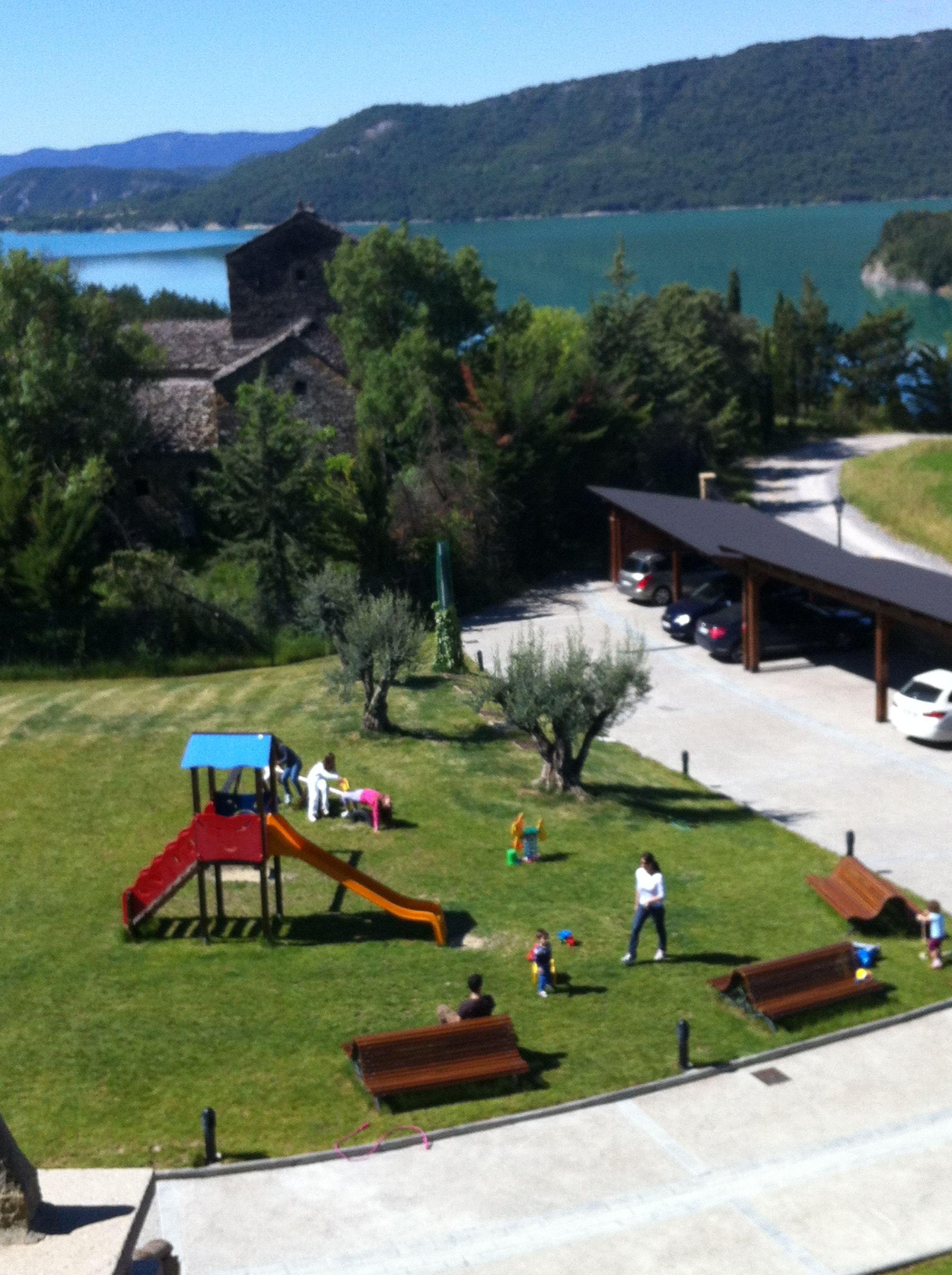 Vistas De Jardin Parque Y El Pantano De Mediano Desde La Terraza Del Apartamento La Solana Apartamentos Rurales Casas Rurales Casa Solariega