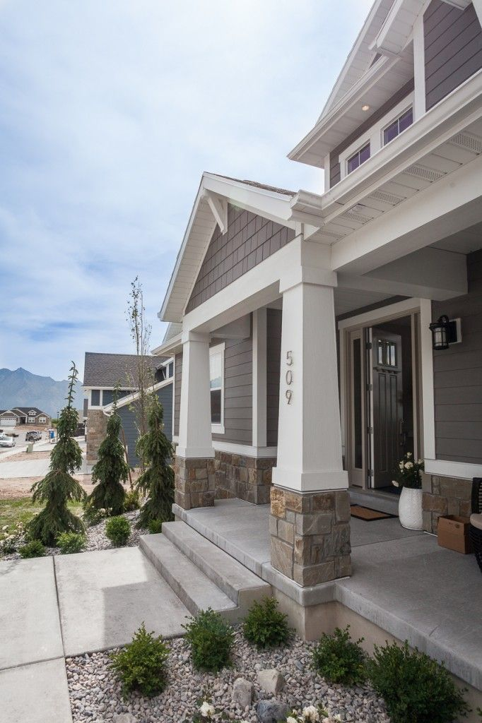 Edge 2015 Parade Home Exteriors By Contractor Resource Lap And Shake James Hardie Aged Pewter Arctic House Paint Exterior House Exterior Front Porch Design