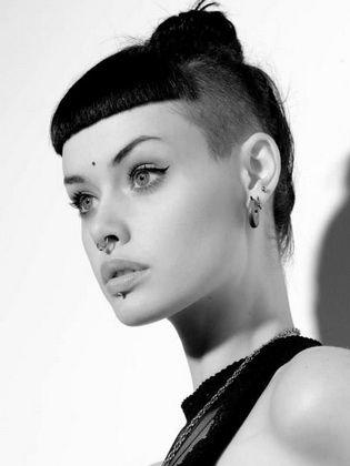 Photo of Modische Damenfrisuren mit rasierten Schläfen – Kurz Haar Frisuren